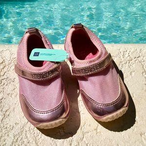 BabyGap waterproof toddler shoes size 10